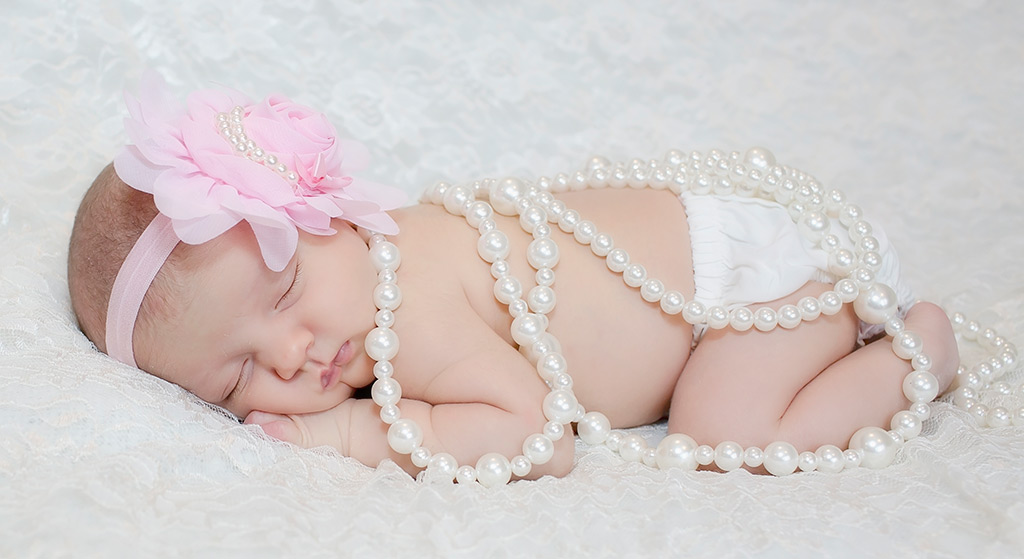 how to achieve an amazing newborn photoshoot with your baby